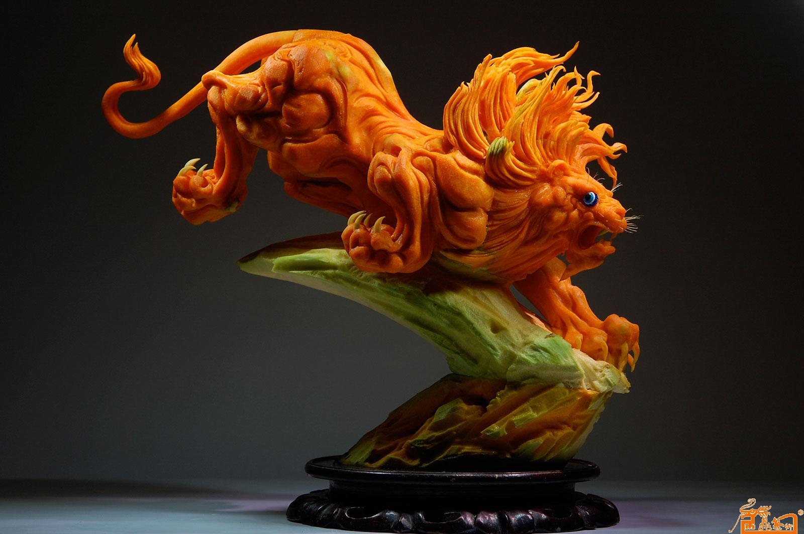 名家 孔令海 国画 - 食品雕刻动物作品-作品:《雄狮》 原料:南瓜